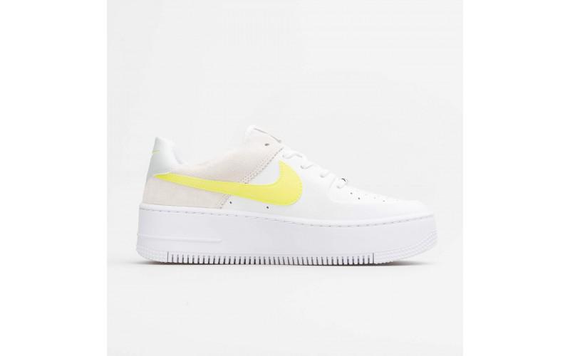 Женские кроссовки Nike Air Force 1 Sage Lemon Venom CW2652-100